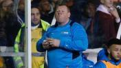 Arquero de 120 kg fue captado comiendo en pleno duelo de FA Cup