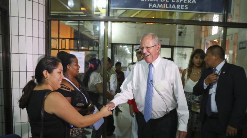 PPK evaluó la atención brindada en el Instituto Nacional Materno Perinatal, en Cercado de Lima. (Foto: Presidencia)