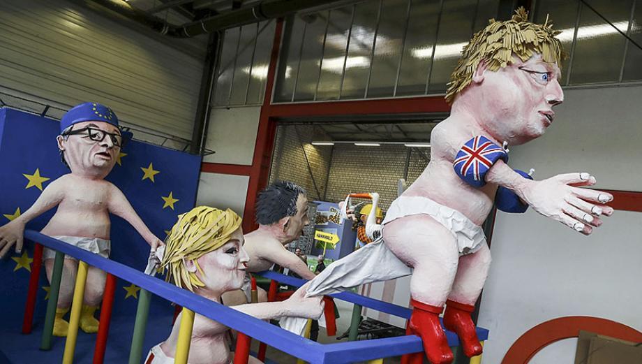 Muñecos de personajes mundiales destacan en carnavales alemanes