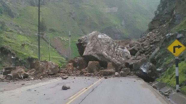 Carretera Central bloqueada por caída de rocas en Huarochirí