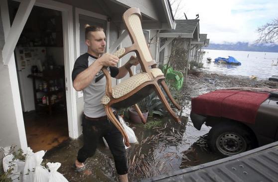 EE.UU.: Inundaciones en California dejan 14.000 damnificados