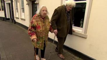 La entrañable pareja que se conoció en un basurero hace 40 años