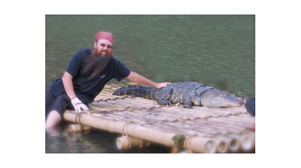 Gabelli en uno de sus rodajes con cocodrilos.