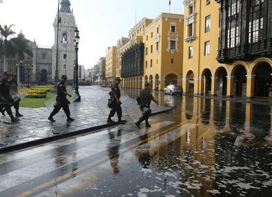 Intensa lluvia de más de cuatro horas sorprendió a Lima [FOTOS]