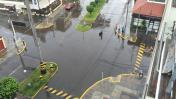 Intensa lluvia dificulta tránsito de vehículos en Lima