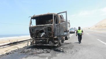 Cañete: vecinos de centro poblado incendian camión por desalojo