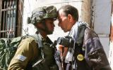 Choque entre manifestantes palestinos y soldados israelíes