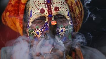 Así celebran India y Nepal el cumpleaños del dios Shiva [FOTOS]