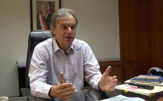 El ministro del Interior, Carlos Basombrío, dice que si los clubes de fútbol necesitan más policías tendrán que pagar por ellos. (El Comercio)