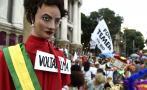 """""""Fuera Temer, vuelve Dilma"""": La otra cara del Carnaval de Río"""