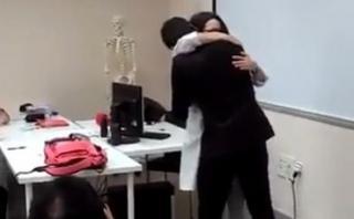 YouTube: joven sorprendió con pedida de mano en plena clase