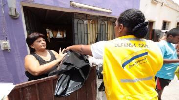 Municipalidad de Lima: cubren quintas con plástico por lluvias