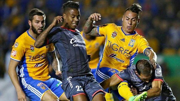 Tigres enfrentó a Morelia en duelo por Liga MX. Los peruanos Advíncula, Ruidíaz y Polo disputaron el partido. (Foto: Twitter/Video: YouTube)