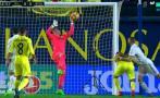 Arquero Asenjo evitó gol del Real Madrid y salió lesionado