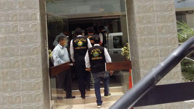 La diligencia comenzó al mediodía. Franz Bettocchi llegó hasta el cuarto piso del edificio, ubicado en la cuadra 2 de la Av. Grimaldo del Solar, bajo un fuerte resguardo policial. Incluso, los agentes cerraron la calle para que la inspección se efectúe sin ningún contratiempo. (Foto: Pierina Chicoma/ Video: RPP Televisión)