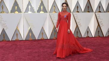 Oscar 2017: Ruth Negga deslumbra en la alfombra roja [FOTOS]