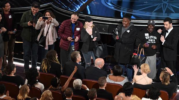 Turistas sorprendidos en el Oscar. (Foto: AFP)