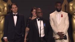 """Director de """"Moonlight"""", agradecido con equipo de """"La La Land"""""""