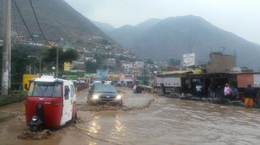 Carretera Central cerrada hasta las 5 a.m. por lluvias [FOTOS]
