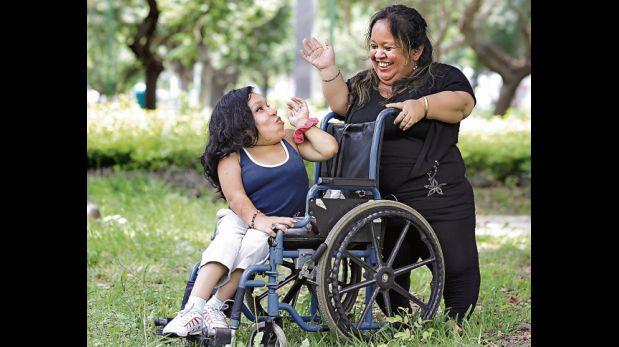 Rosario Sosa se dio cuenta de que sufría del síndrome de Morquio cuando tenía 7 años: su estatura no era normal. Hoy tiene 28 años y mide 1,10 metros. Ha aprendido a sobrellevar los prejuicios. (Foto: El Comercio)