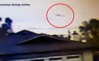 Así se estrelló un avión contra dos casas en California [VIDEO]