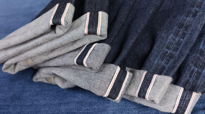 Selvedge es la tela denim de mayor resistencia y calidad. Se reconoce por la doble costura, blanca y de color. (Foto: Shutterstock)