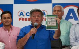 Acuña busca prescripción de plagio de libro de Otoniel Alvarado