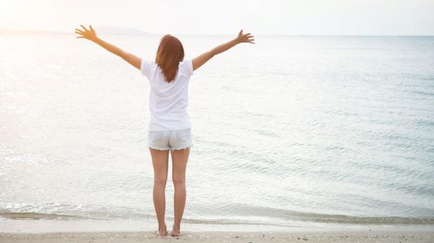 Las personas felices queman más calorías, según estudio