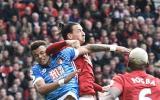 United: Ibrahimovic reaccionó a fuerte pisotón con este codazo
