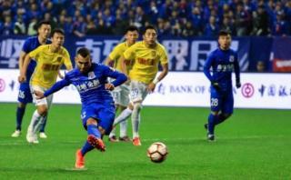 Tevez debutó con gol en Shanghai Shenhua en la Superliga China