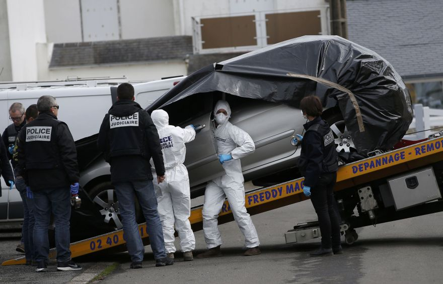 French investigating police prepare to remove the abandoned automobile of Sebastien Troadec in a parking lot in Saint Nazaire, France, March 2, 2017. The family Troadec, the couple and their two children, have been missing from their home in Orvault for nearly two weeks.  REUTERS/Stephane Mahe