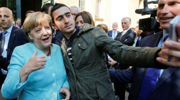 Rechazan denuncia contra Facebook por 'selfi' con Merkel