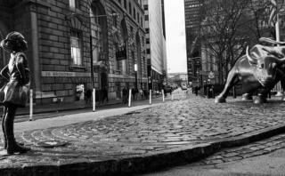 Una niña de bronce recuerda a Wall Street el papel de la mujer