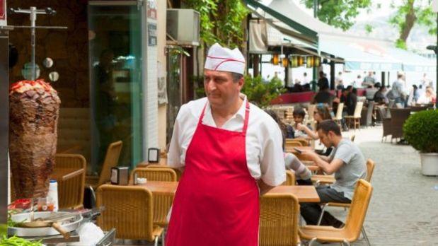 Puedes encontrar kebabs en restaurantes y cafeterías. (Foto: Getty Images)