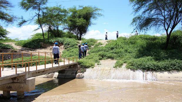 Algunas vías, como la que cruza la quebrada de La Manuela bloqueó la Panamericana Norte, impidiendo el paso de Sullana a Talara. (Foto referencial: Ralph Zapata)