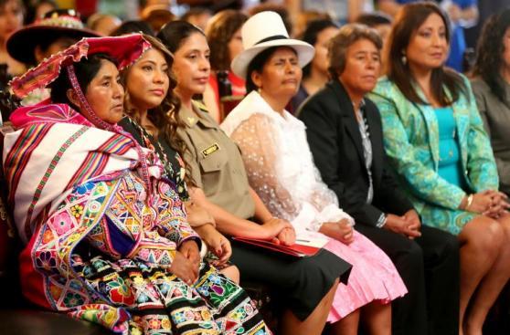 PPK entregó la Orden al Mérito de la Mujer [FOTOS]