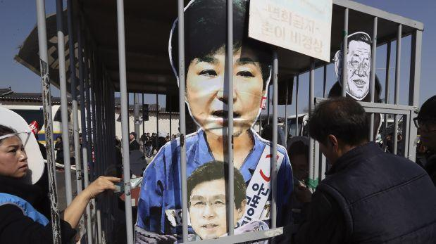 Presidenta destituida de Corea del Sur abandona palacio presidencial