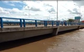 Piura: cierran tres puentes por aumento del río [VIDEO]