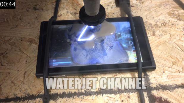 Destruyen una Nintendo Switch con potente pistola de agua