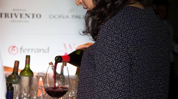 """""""Flor sugiere el vino"""", por Catherine Contreras"""