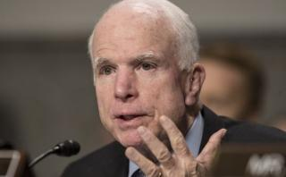 McCain reta a Trump a probar sus acusaciones o retractarse