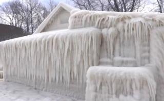 [BBC] EE.UU.: Una casa quedó totalmente cubierta por el hielo