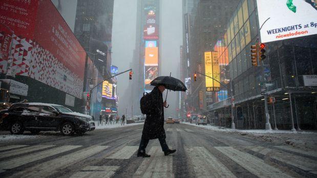 New York se paralizó por la nieve, la lluvia y los vientos