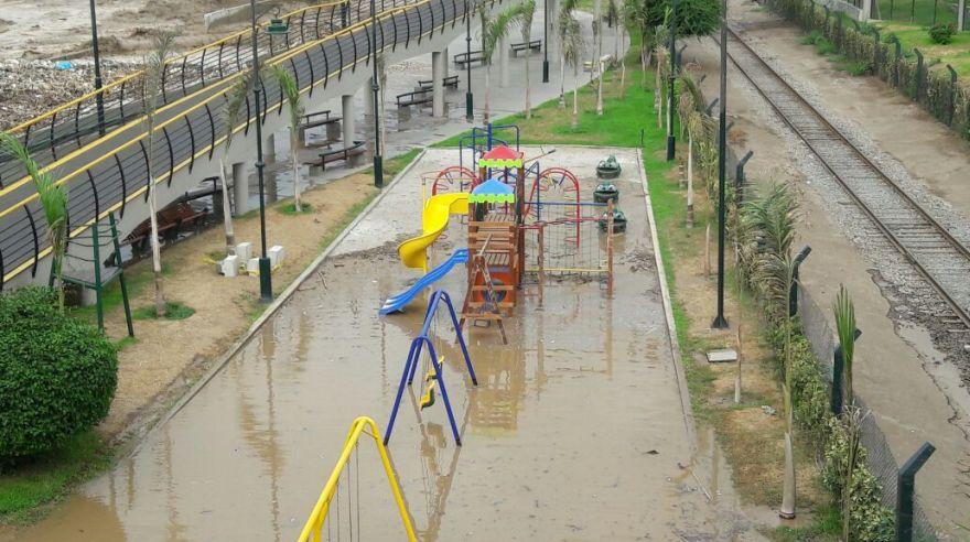 El ingreso al Parque de la Muralla solo es permitido para personal de la Municipalidad de Lima. (Foto: Juan Guillermo Lara / El Comercio)