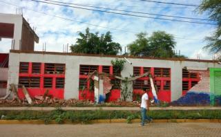 Piura: pared de un colegio se desploma por las lluvias