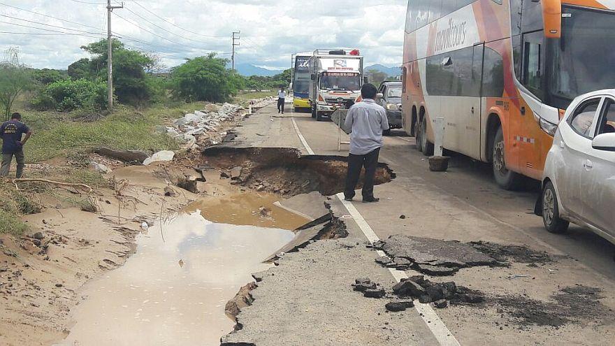 Parte de la Panamericana Norte fue destruida por el agua (Foto: Francesca García / El Comercio)