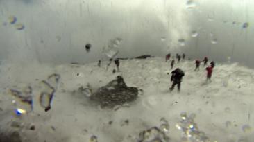 [BBC] Una erupción del volcán Etna sorprende a periodistas