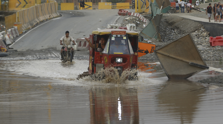 Lluvia, desborde y huaicos golpean Lima. Así se vivió el día en la capital. (Foto: Alessandro Currarino / El Comercio)
