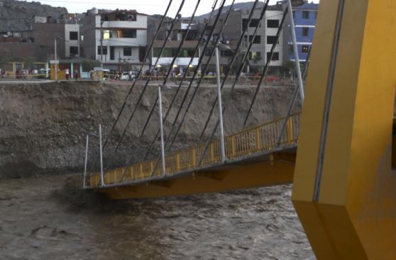 El día en fotos: lluvia, desborde y huaicos golpean Lima