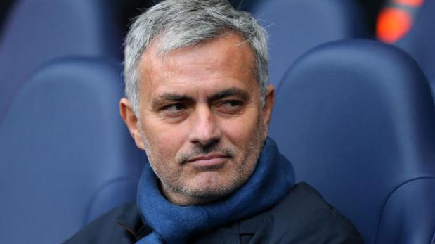 """José Mourinho a la Premier: """"Al menos que nos dejen dormir"""""""